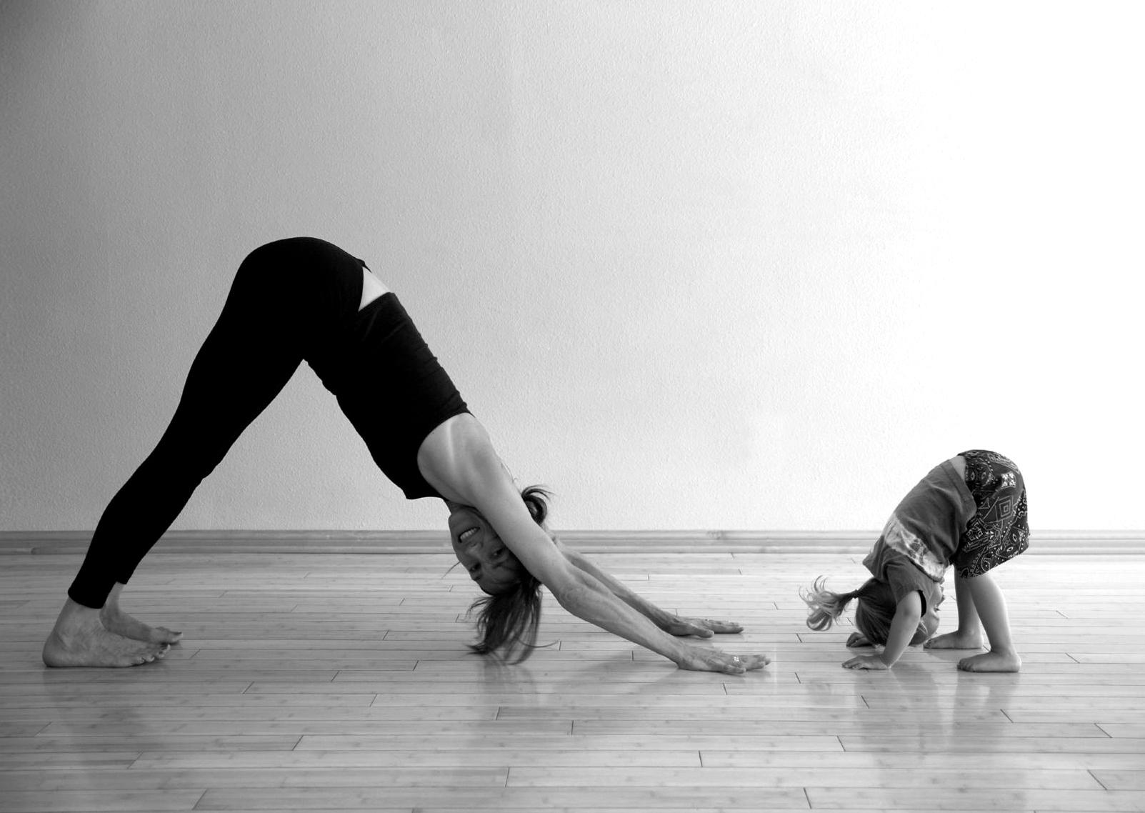 madre_y_nena_yoga